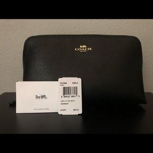 NWT Coach Black Cosmetic Case 22 / Bag / Pouch